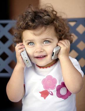bebé con teléfono